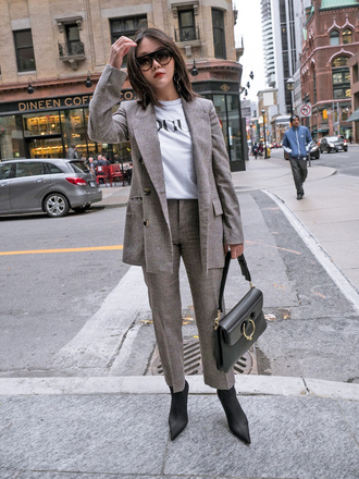 jacket tumblr matching set grey blazer pants grey pants t-shirt white t-shirt boots black boots bag black bag sunglasses