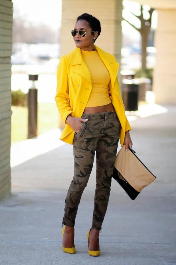 the daileigh coat t-shirt pants sunglasses shoes bag
