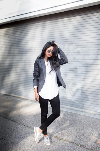 walk in wonderland blogger white shirt blazer