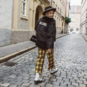 pants,checkered pants,wide-leg pants,cropped pants,faux fur coat,black coat,white boots,hat