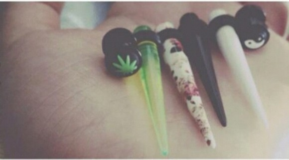 jewels piercing white hipster cute pink flowers weed ecarteur green black flower swag