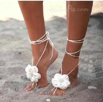shoes sandals jewelry floral lace chrochet beach summer .feet feet boho bohemian grunge flowers white grunge.vintage vintage cute tumblr anklet