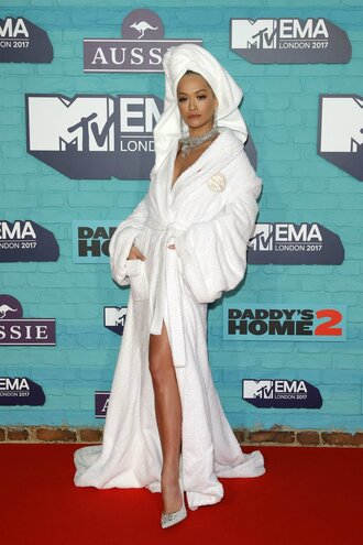 dress robe white pumps rita ora mtv ema awards shoes