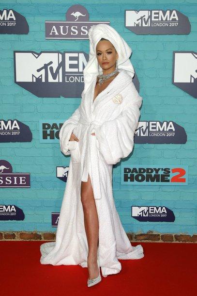 dress robe white pumps rita ora mtv ema awards shoes