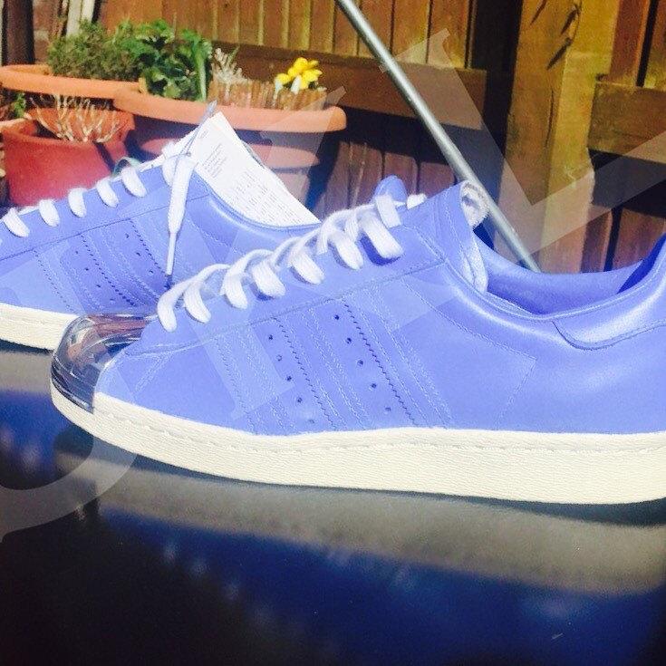 Adidas superstar blueberry 80 s pieds m tal sur mesure for Pieds metal pour table