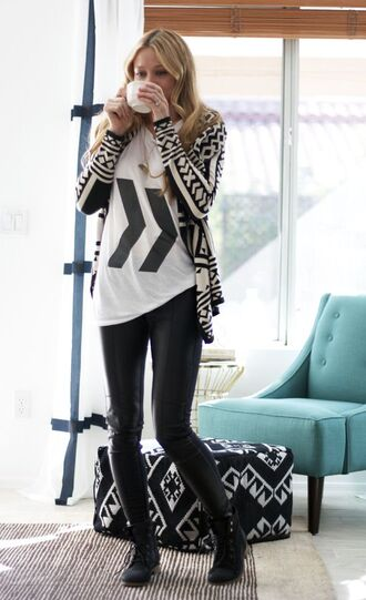 graphic tee top black and white arrow two