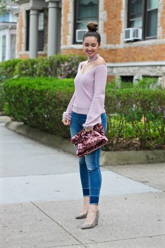 lamariposa blogger sweater jeans shoes jewels