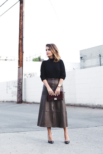 skirt brown skirt zip-up skirt zipped skirt midi skirt zip leather skirt sweater black skirt pumps black pumps high heel pumps collage vintage blogger clutch patent leather bag patent bag