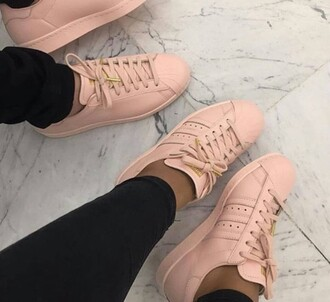 shoes pastel pink adidas addias shoes modern fashon pink shoes pink adidas pastell shoes adidas shoes adidas superstars rose sneakers low top sneakers pink sneakers nike adidas supercolor nude adidas light pink nude superstar