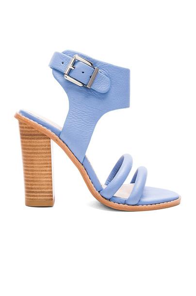 heel blue