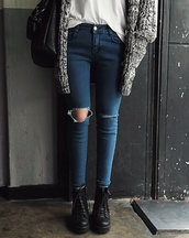 skinny jeans,ripped jeans,white top,grey sweater,black bag,black boots,ankle boots