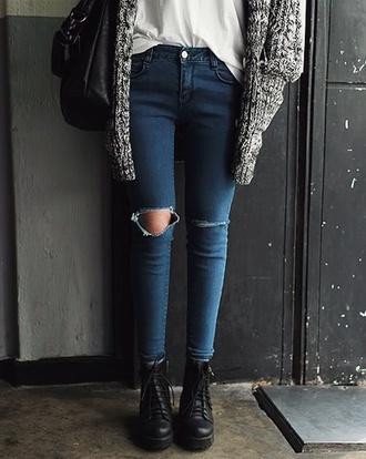 skinny jeans ripped jeans white top grey sweater black bag black boots ankle boots