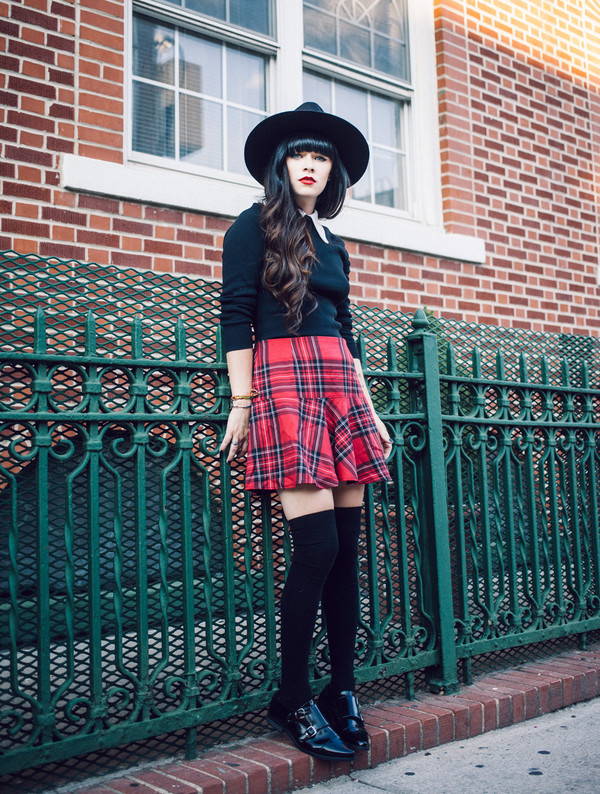 jag lever blogger shoes socks knee high socks preppy back to school plaid skirt
