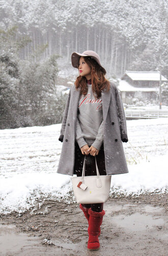 mellow mayo blogger coat red boots red shoes grey coat winter outfits floppy hat grey sweater hat t-shirt sweater pants bag shoes