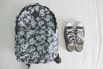 bag florals vintage backpack fashion vintage flowers vintage floral school bag vintage style black white cream navy grey black and white daisy