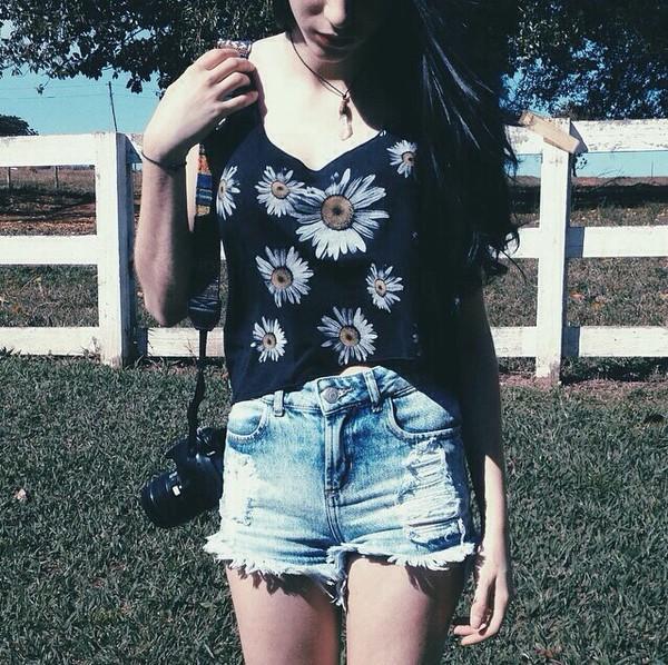 t-shirt shirt shorts floral jeans shorts #summer #cool #want denim jeans denim shorts black crop top flower shirt acid wash high waisted