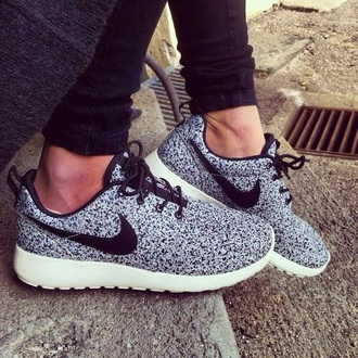 shoes fashion style nike running shoes nike sneakers hipster roshe runs white dress white sneakers black dress beauty