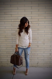 sweater,white sweater,knitwear,knitted sweater,shoes,shoes spring,women,women shoes,bag,brown bag,brown,leather,leather bag,brown leather bag,streetwear,streetstyle,street,fashion,style,stylish,classy,classic,creme sweater,white,jeans,denim,ripped jeans,gold,gold bracelet,gold watch,bracelets,bracelet chains,boots,ankle boots,peep toe boots,peep toe,white blouse,beige sweater,off white sweater,jewels