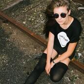 shirt,tumblr,grunge,t-shirt,weird,cute,cool,chill,hipster,indie,black,socks,sunglasses