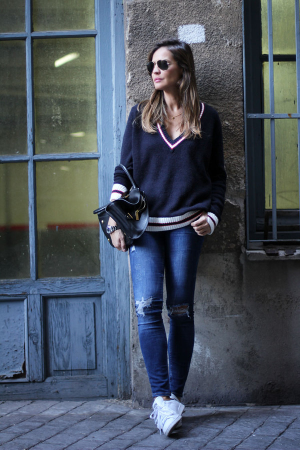 lady addict blogger jeans bag v neck ripped jeans