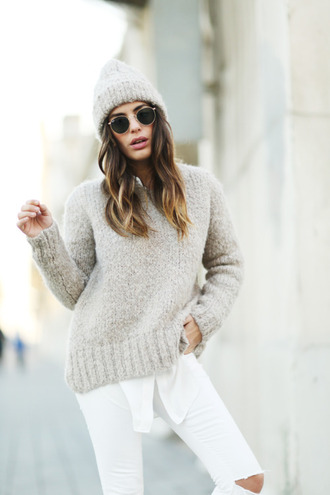 sweater white and beige outfit white and beige beige sweater beanie tumblr tumblr outfit winter outfits winter look sunglasses jeans white jeans ripped jeans