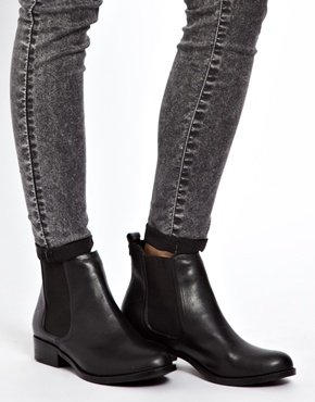 New Look | New Look Darcy Low Flat Chelsea Boots at ASOS