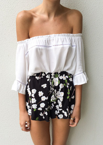 t-shirt off the shoulder top off the shoulder top white indie hippie shorts