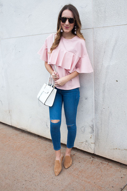 twenties girl style blogger t-shirt jeans bag jewels sunglasses ruffled top pink blouse loafers white bag