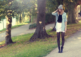 bekleidet t-shirt skirt shoes hat belt bag
