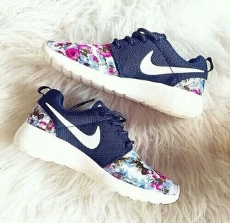 shoes nike shoes floral nike roshe shoes nike roshe run running shoes flowered shoes nike shoes with flowers