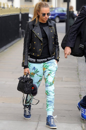 pants,blue,cara delevingne,pineapple,tropical,joggers,shoes,sunglasses,sweatpants,printed pants,model off-duty