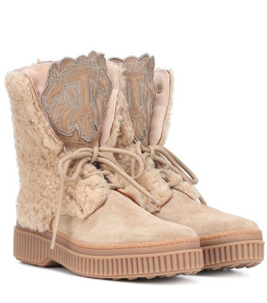 Tod's Suede and sheepskin ankle boots in beige / beige