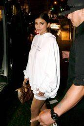 shorts,hoodie,kylie jenner,kardashians,oversized,white,sweater