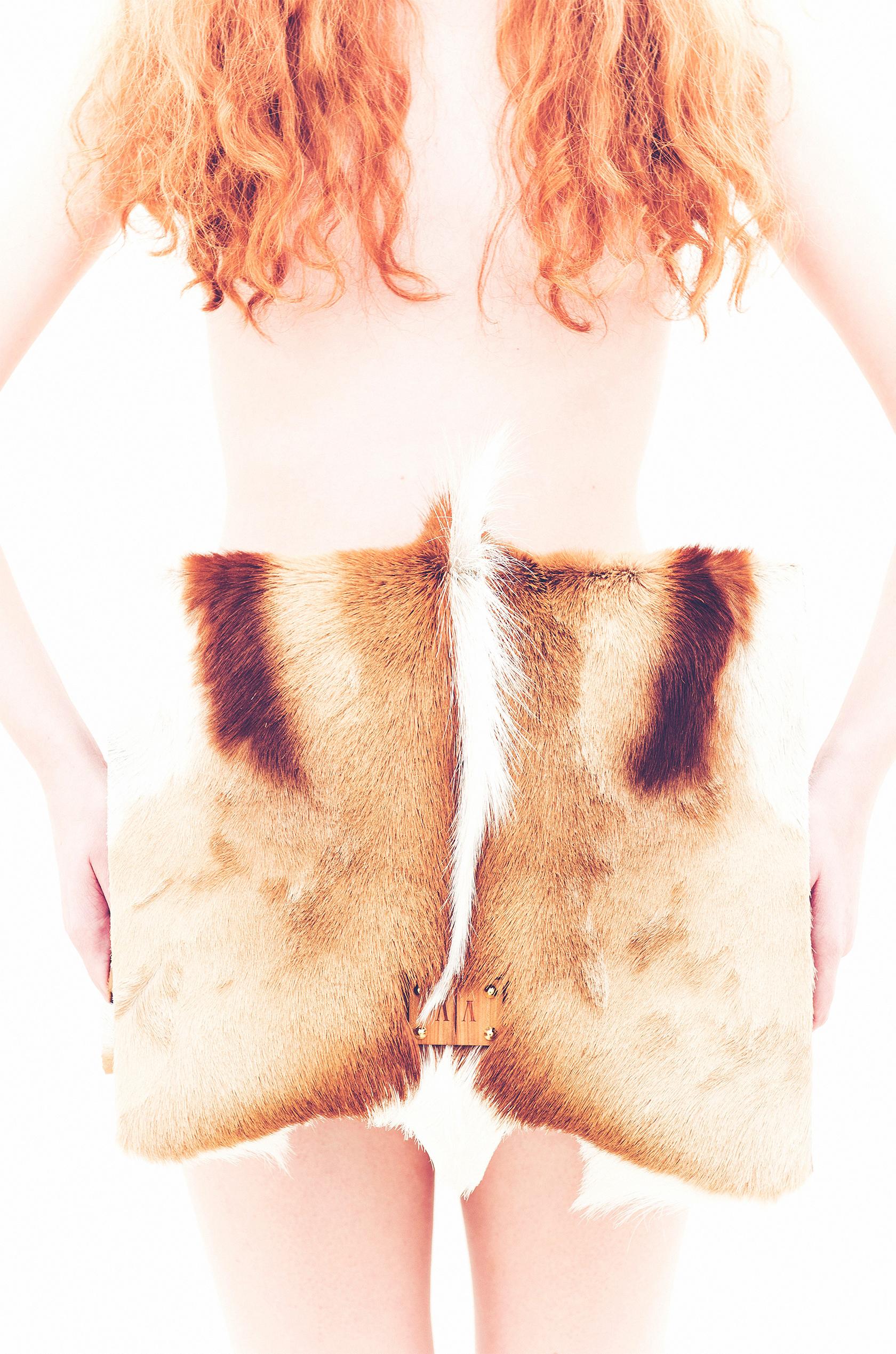 Anna Amélie | Az Anna Amélie márka f?ként a n?kre koncentrál, de a férfiak számára is kínál nemes anyagokból készült táskákat és kiegészít?ket.