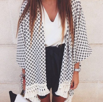 jacket kimono white blanc black noir franges girl été summer sortie fashion losange carre pompoms women