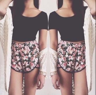 shorts floral top