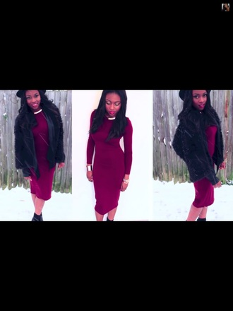 new look burgundy dress gold necklace