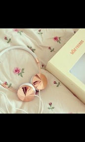 earphones,headphones,hipster,music,floral,white,frends,pastel,pale,gold