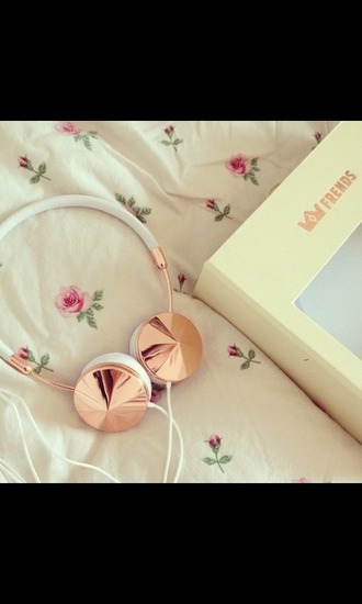 earphones headphones hipster music floral white frends pastel pale