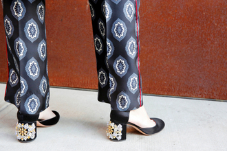 man repeller blogger pajamas mid heel shoes printed pants