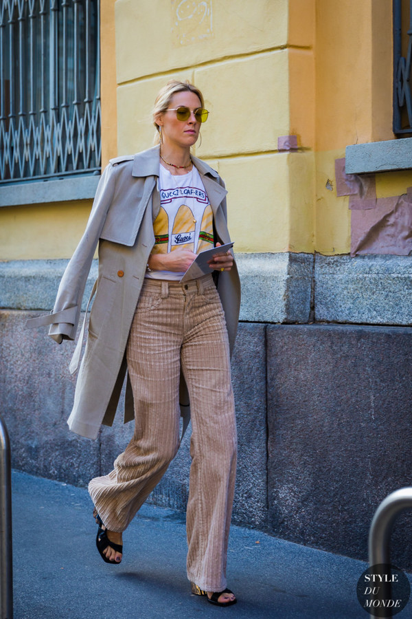 coat trench coat pants white top top sandals black sandals sunglasses