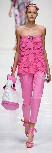 pants,pink pants,pink capri pants,top,pink top,lace top,bag,white bag,sandals,high heel sandals,pink sandals,hair accessory,summer outfits
