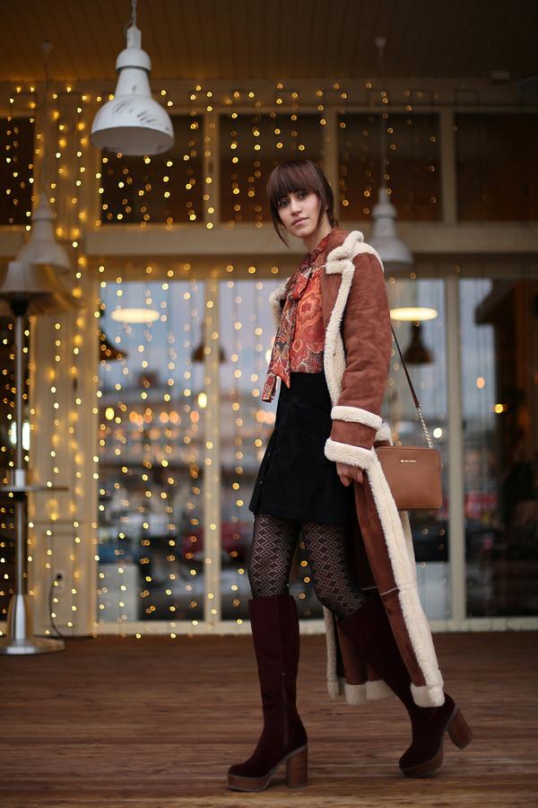 4b8987efa8e tina sizonova blogger long coat black boots shearling camel long coat skirt  mini skirt black skirt.