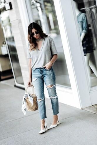 t-shirt cut-out t-shirt cropped jeans distressed denim pumps basket bag blogger blogger style
