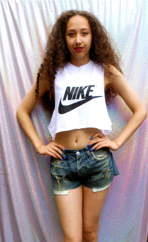 Classique nike swag style crop top tshirt patron frais dope célébrité festival vêtements blancs
