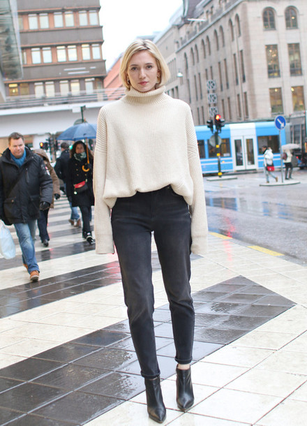 josefin dahlberg blogger oversized turtleneck sweater jeans sweater shoes
