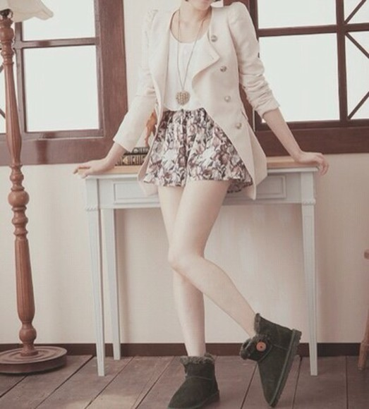 coat boots cardigan cream fur boots floral shorts