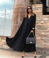 dress,pleated dress,flare,long sleeve dress,black dress,pumps,shoulder bag,bracelets,sunglasses