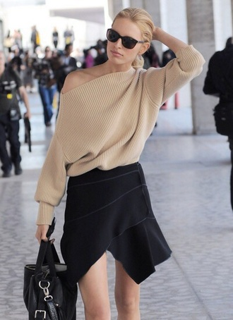 sweater clothes classy chicityfashion beige sweater skirt nude sweater asymmetrical asymmetrical top mini skirt asymmetrical skirt black skirt wrap skirt bag black bag sunglasses black sunglasses karolina kurkova model celebrity style celebrity model off-duty
