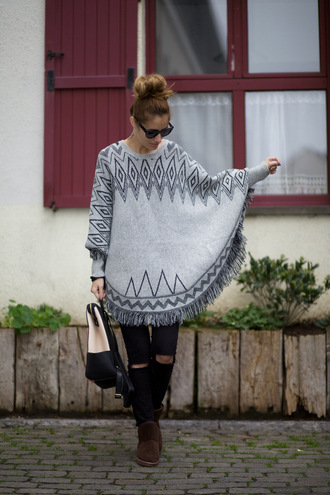 from brussels with love blogger poncho black ripped jeans